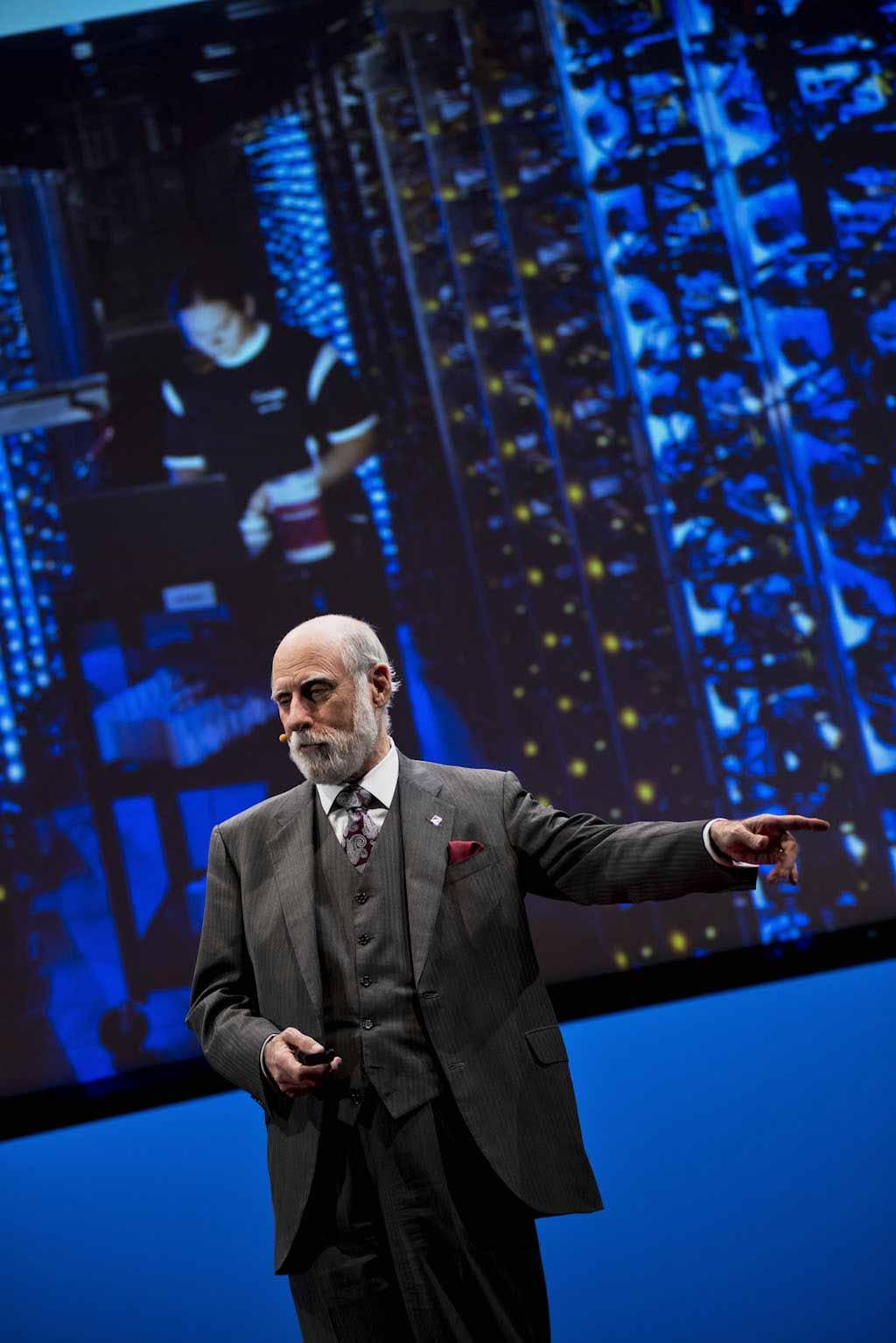 Fotografare un evento: il TEDxRoma. Vinton Cerf, fotografia di Giulio Riotta.